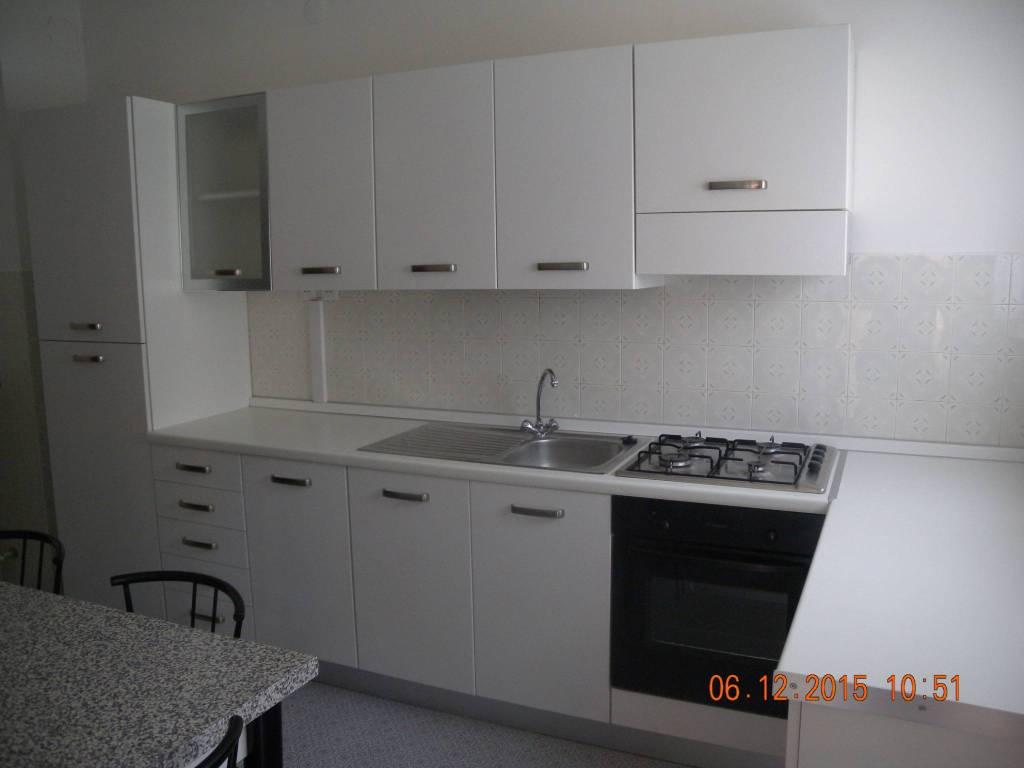Appartamento in buone condizioni arredato in affitto Rif. 9260397