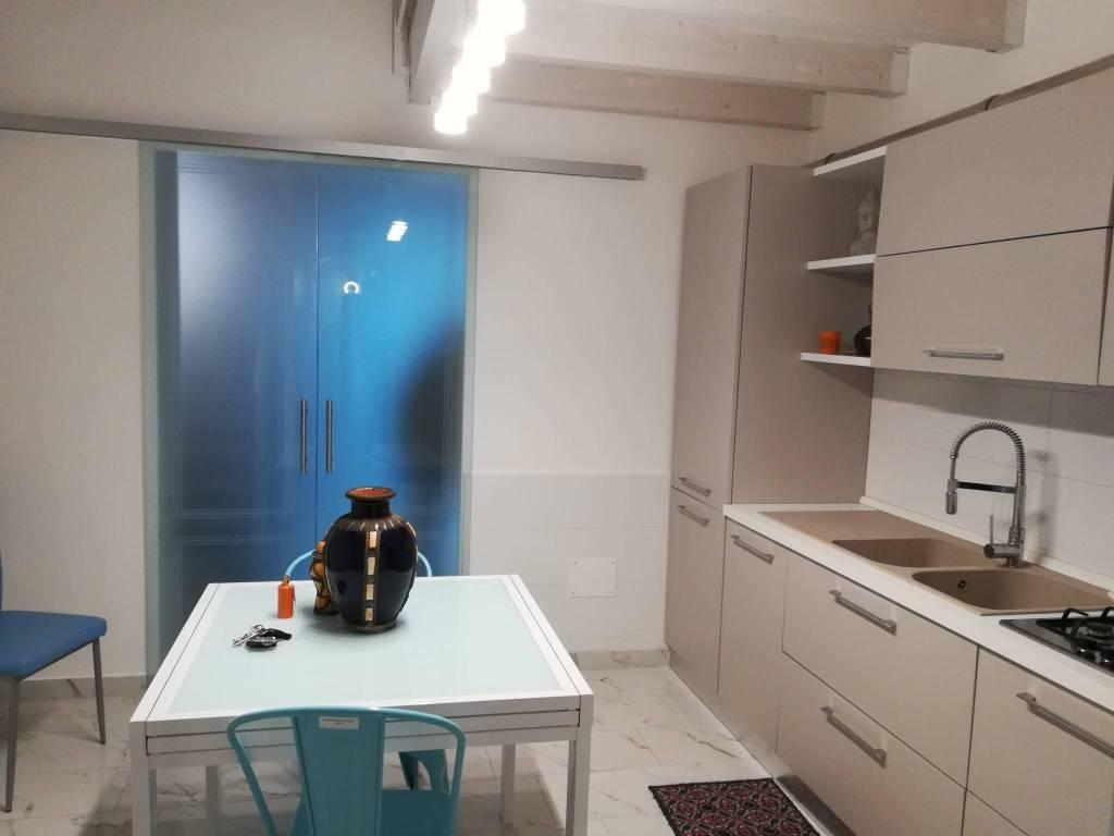 Appartamento in ottime condizioni arredato in affitto Rif. 9258726