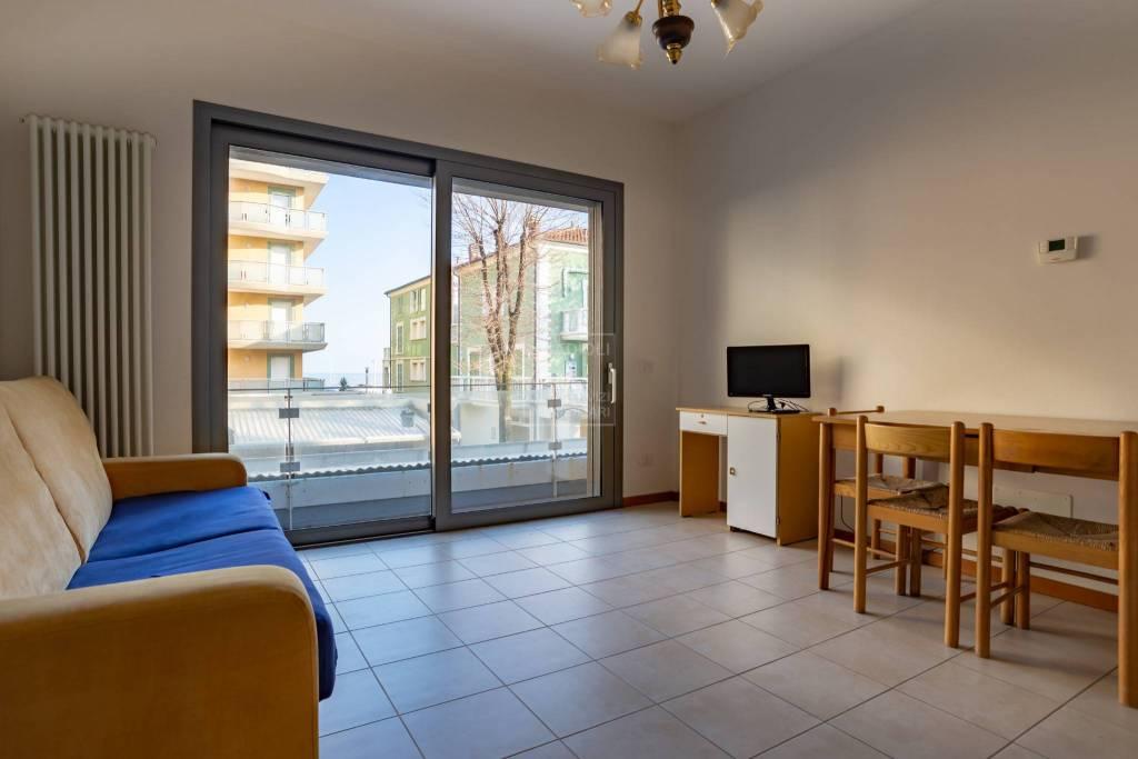 Appartamento in ottime condizioni arredato in vendita Rif. 9256068