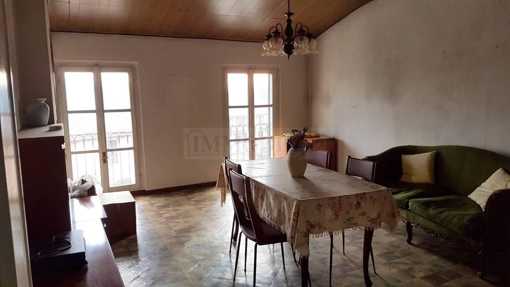 Appartamento da ristrutturare parzialmente arredato in vendita Rif. 9256008