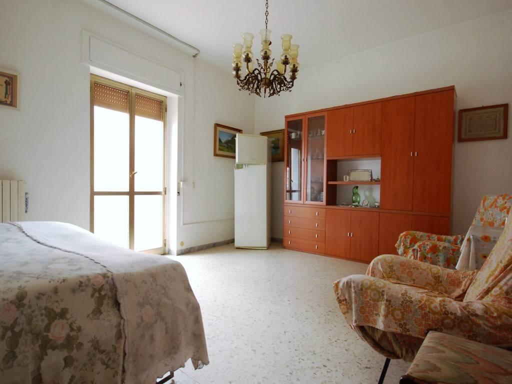 Appartamento in buone condizioni in vendita Rif. 9259243