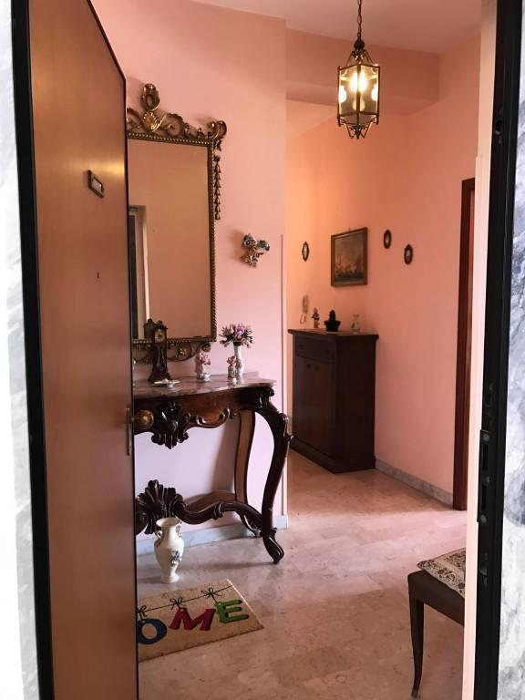 Appartamento in buone condizioni in vendita Rif. 9260516