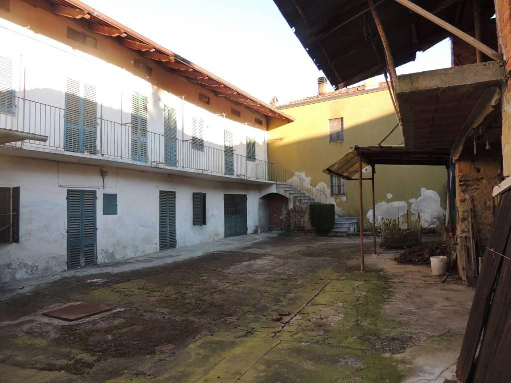 Casa indipendente da ristrutturare in centro paese