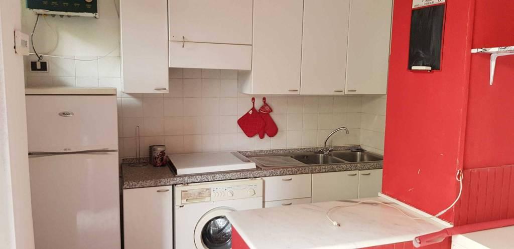 Appartamento in buone condizioni arredato in affitto Rif. 9261365