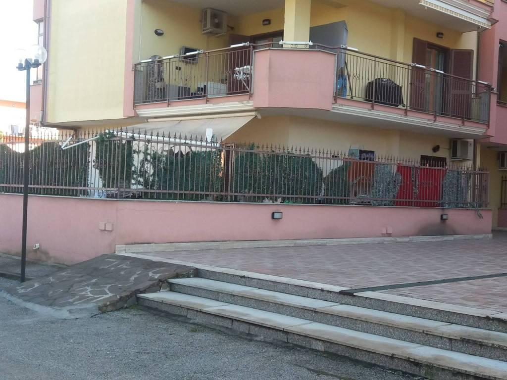 Appartamento in buone condizioni in affitto Rif. 9255375