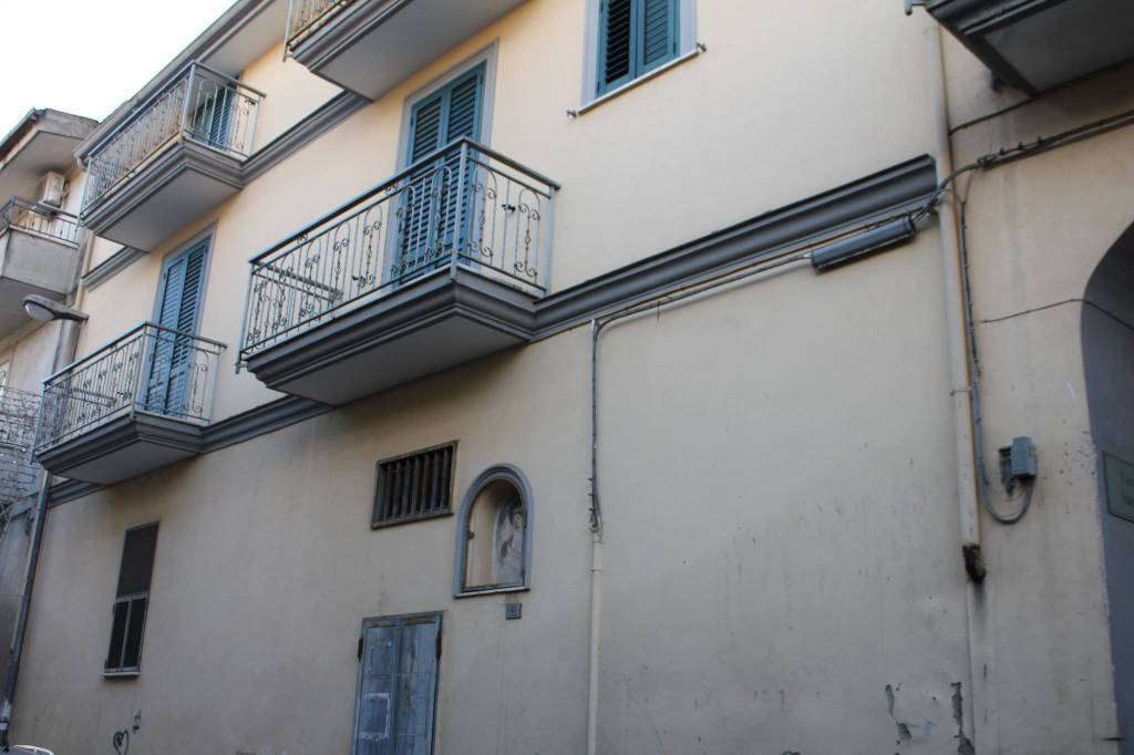 Appartamento in buone condizioni in vendita Rif. 9259781