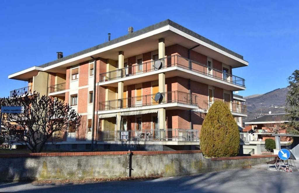 Appartamento in buone condizioni arredato in vendita Rif. 9258041