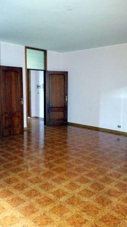 Appartamento in buone condizioni in affitto Rif. 9254363