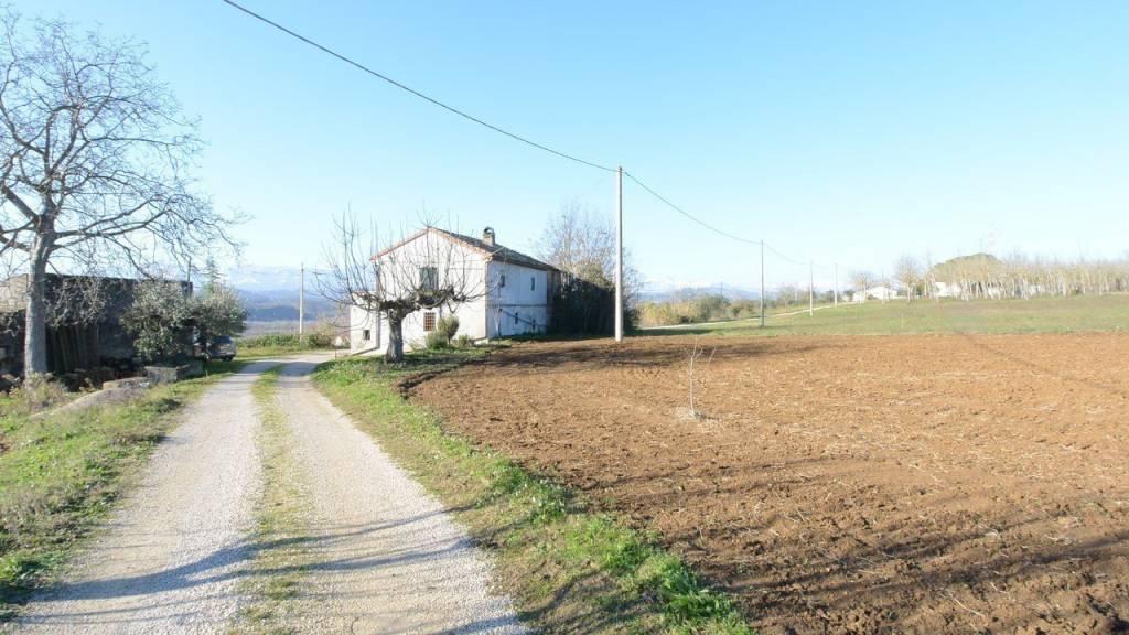 Rustico / Casale da ristrutturare in vendita Rif. 9254985