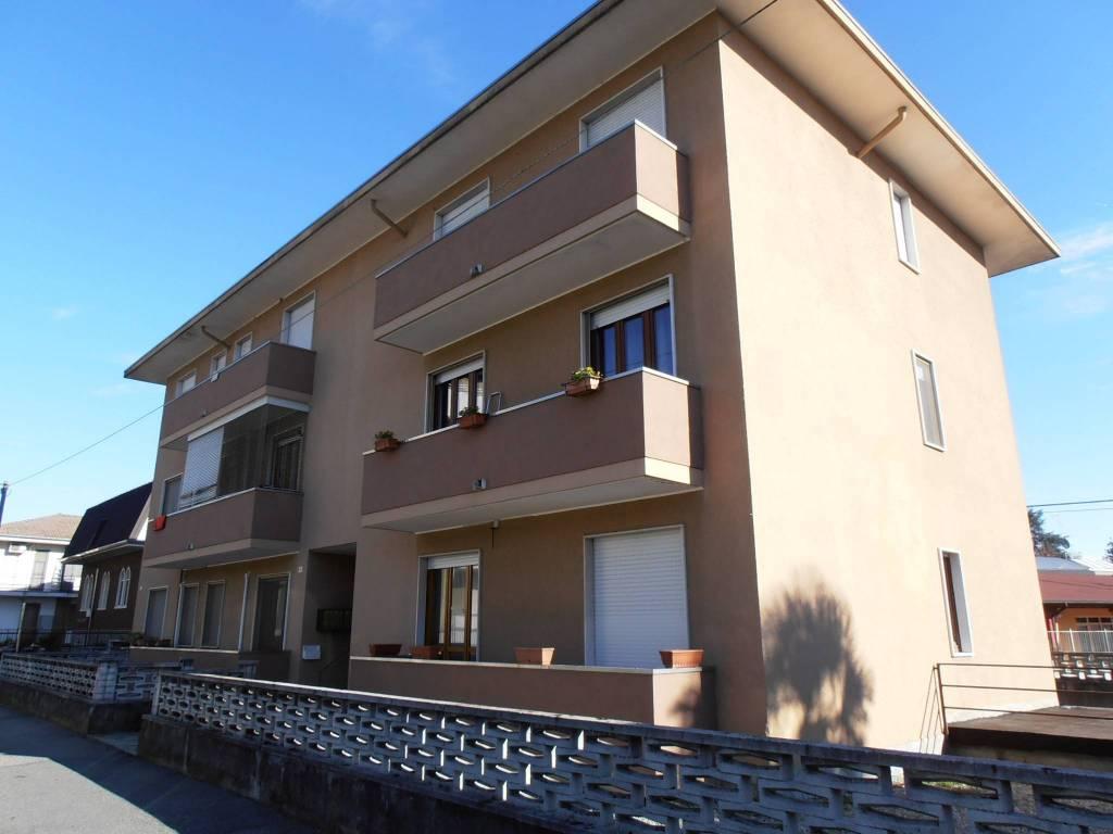 Appartamento in buone condizioni arredato in vendita Rif. 9260457