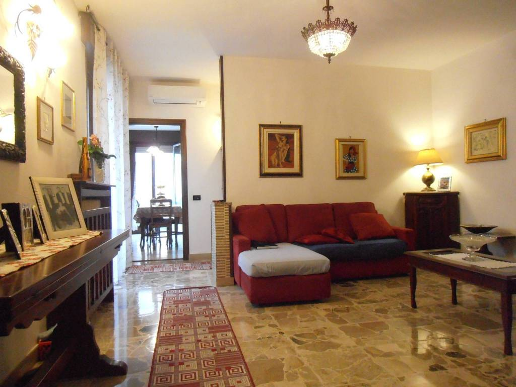 Appartamento in ottime condizioni in vendita Rif. 9260461