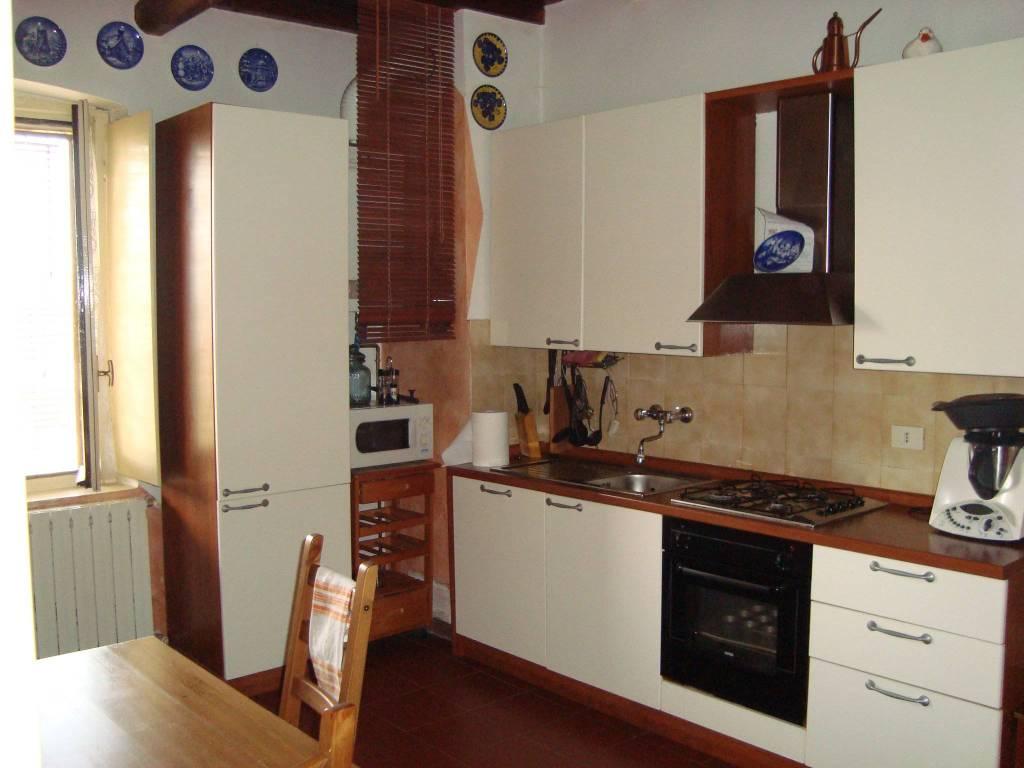 Appartamento in buone condizioni in affitto Rif. 9256519