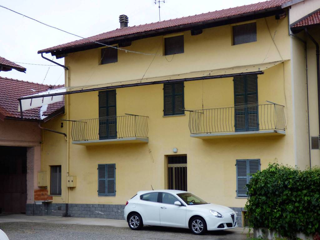 Cuneo, San Rocco, ampia bifamiliare libera su tre lati via Pedona