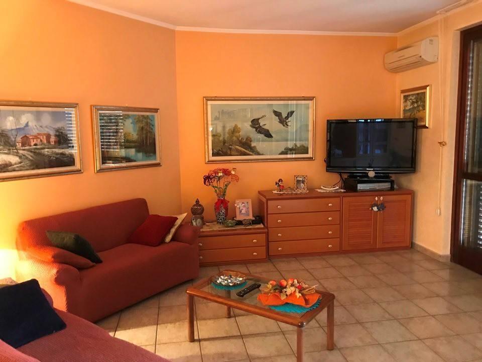 Appartamento in buone condizioni in vendita Rif. 9254715