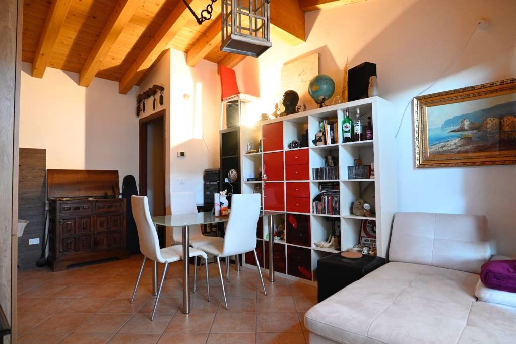 Appartamento in ottime condizioni parzialmente arredato in vendita Rif. 9256994