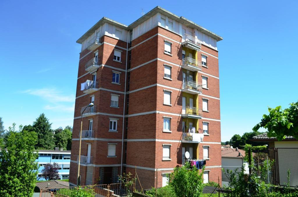 Appartamento in buone condizioni parzialmente arredato in affitto Rif. 9258325