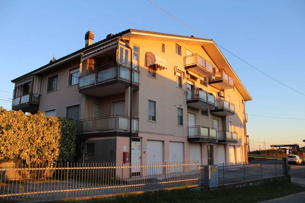 Appartamento in buone condizioni in vendita Rif. 9258220