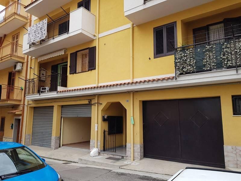 Casteladaccia : appartamento semiarredato con terrazzo