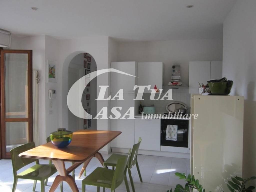Appartamento in ottime condizioni arredato in affitto Rif. 9155378