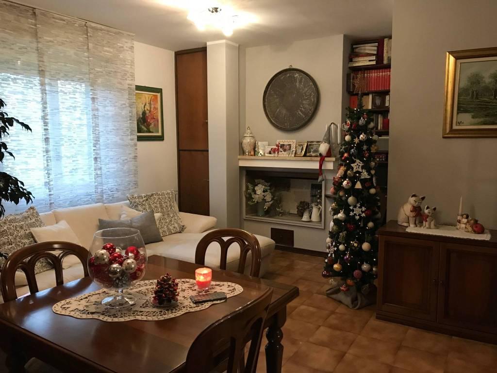Appartamento in buone condizioni in vendita Rif. 9258654