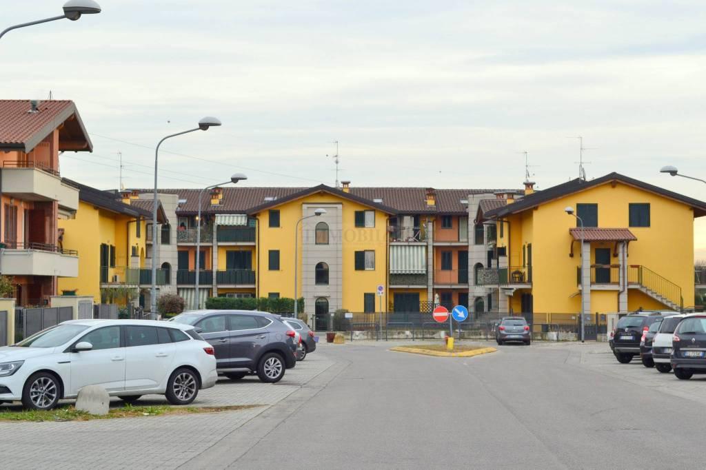 Appartamento in buone condizioni parzialmente arredato in vendita Rif. 9256010