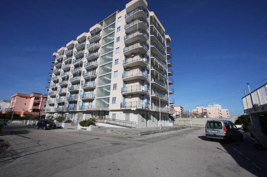 Appartamento in buone condizioni arredato in vendita Rif. 9257189