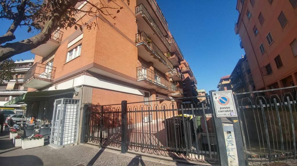 Appartamento in buone condizioni arredato in affitto Rif. 9257044