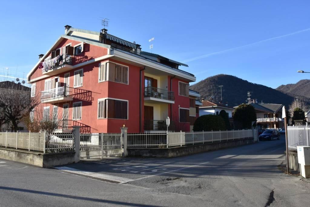 Appartamento in buone condizioni in vendita Rif. 9258042