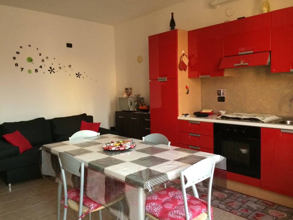 Appartamento in buone condizioni arredato in affitto Rif. 9256550