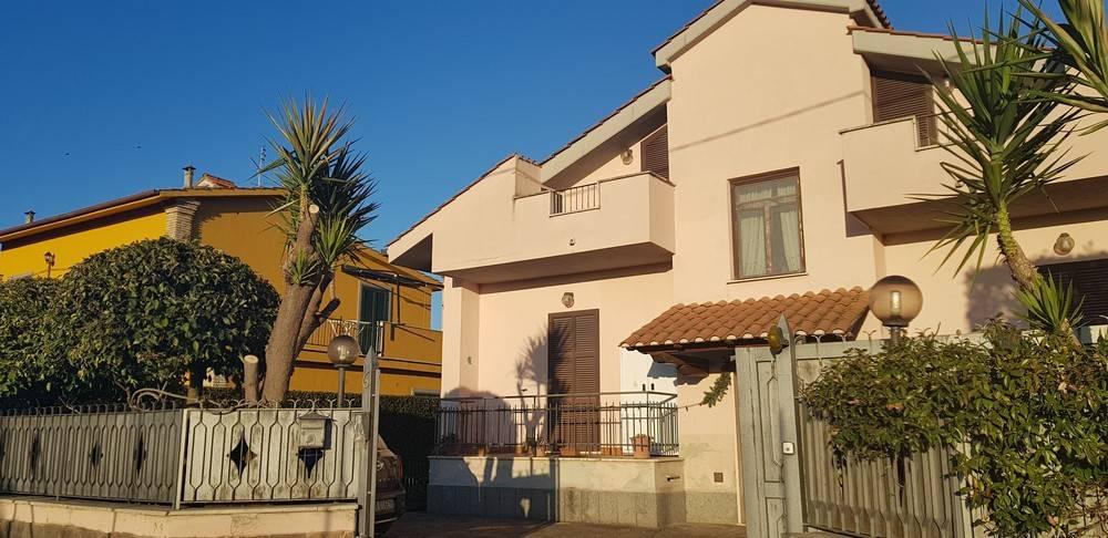 Appartamento in ottime condizioni arredato in affitto Rif. 9260414