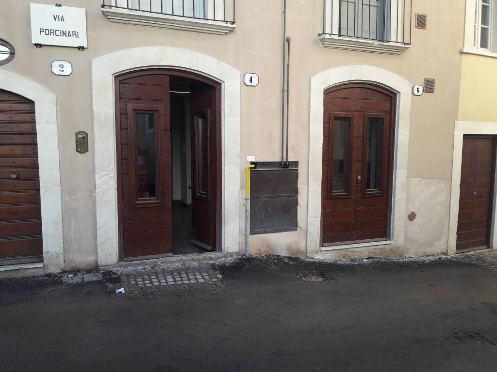 Appartamento in ottime condizioni arredato in affitto Rif. 9261239