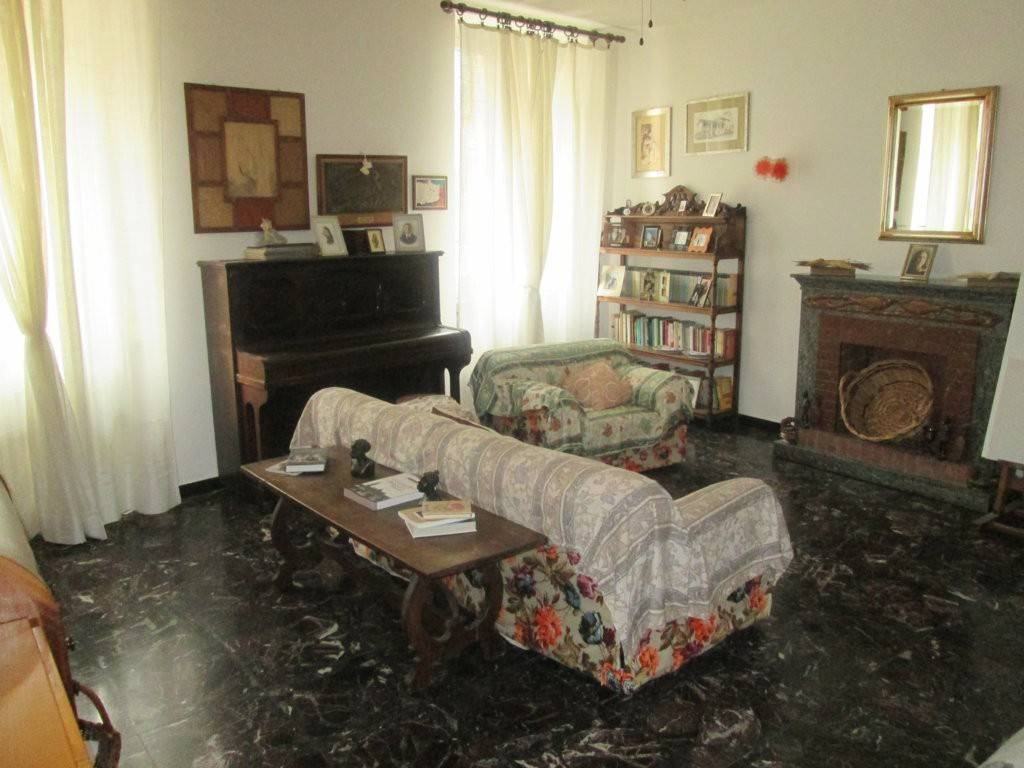 Appartamento in buone condizioni in affitto Rif. 9262357