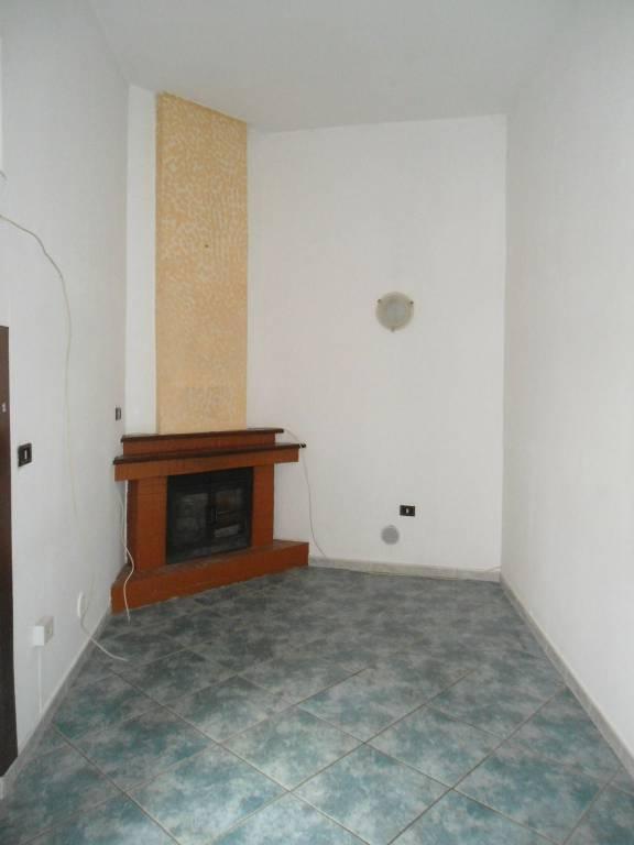 Appartamento in buone condizioni in affitto Rif. 9254365