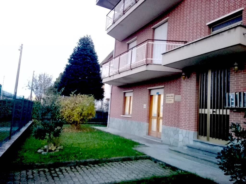 Appartamento in buone condizioni in affitto Rif. 9254947