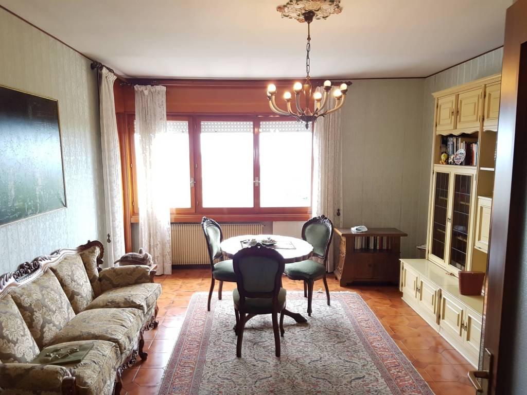Appartamento da ristrutturare in vendita Rif. 9257616