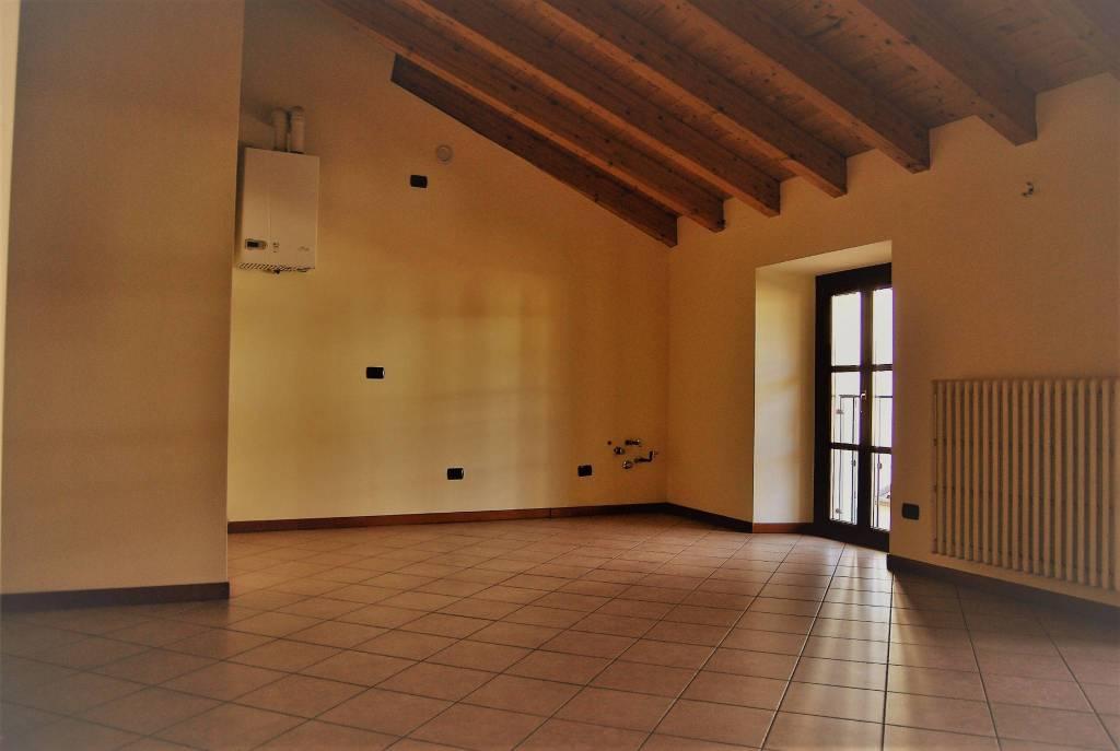Appartamento in ottime condizioni in affitto Rif. 9257592