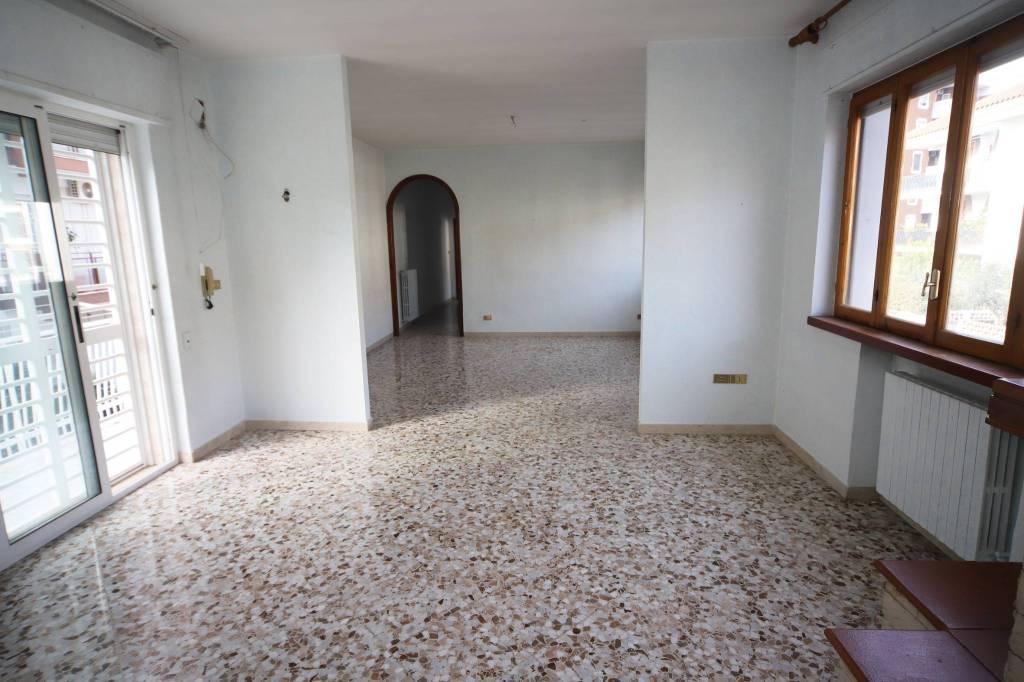 Appartamento da ristrutturare in vendita Rif. 9261472
