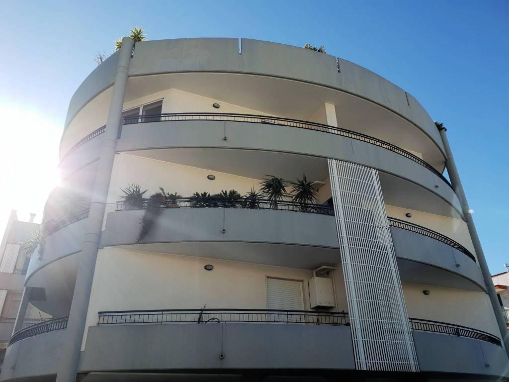 Appartamento in ottime condizioni in vendita Rif. 9261526