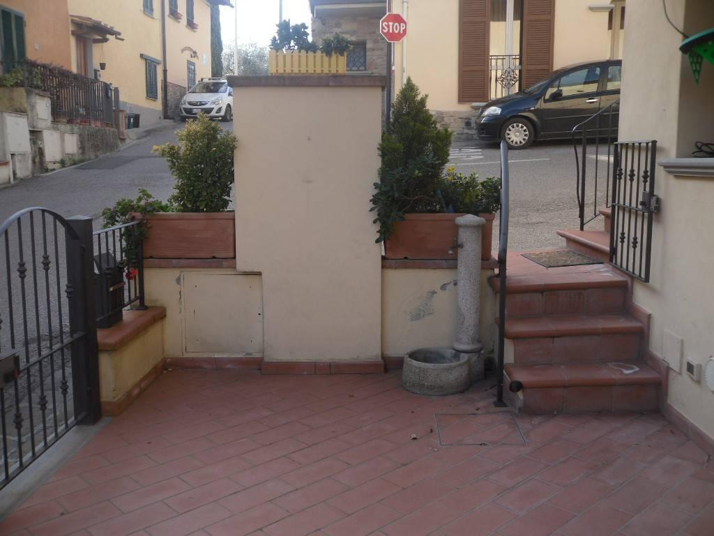 Appartamento in ottime condizioni arredato in affitto Rif. 9259859
