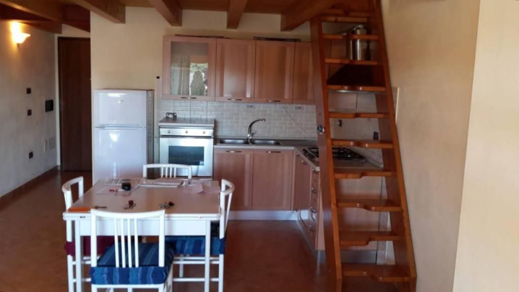 Appartamento in buone condizioni arredato in vendita Rif. 9261662