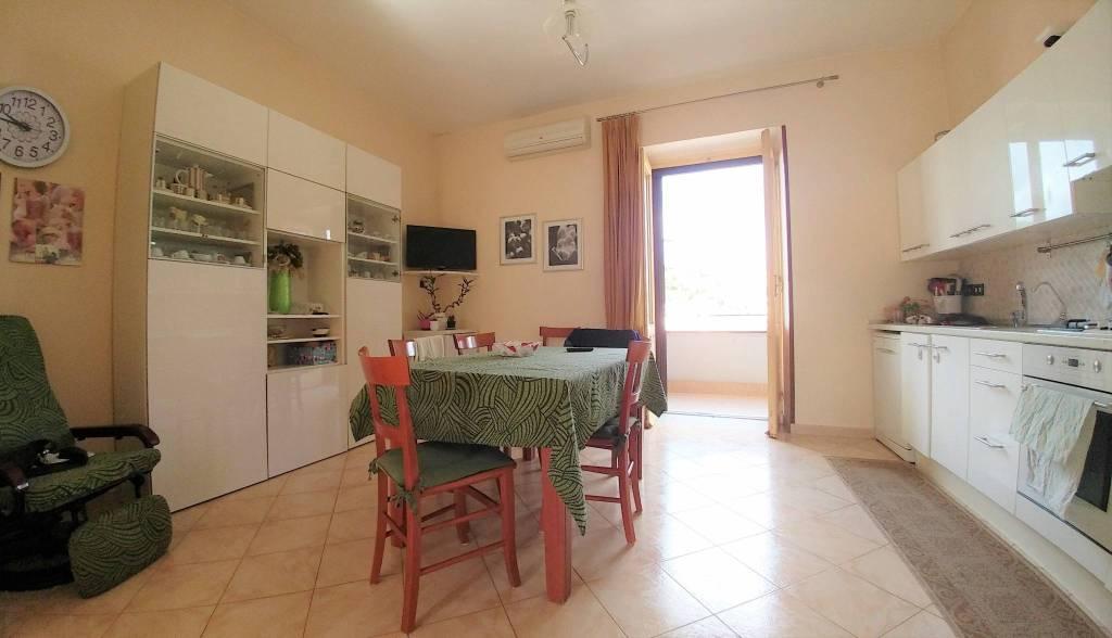 Appartamento in buone condizioni in vendita Rif. 9254364