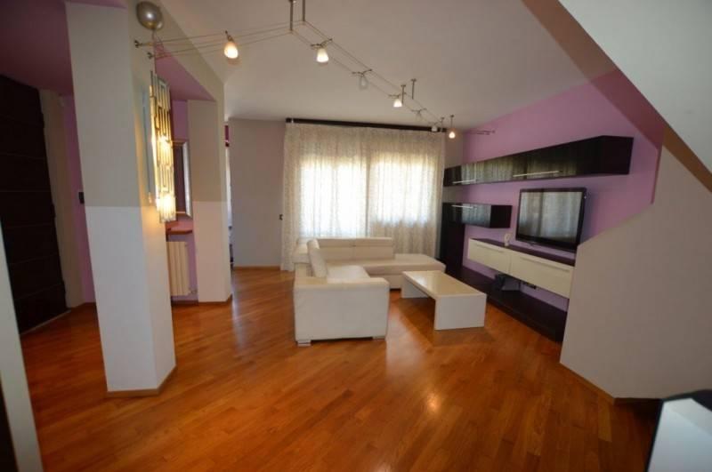 Appartamento in ottime condizioni in vendita Rif. 9254597