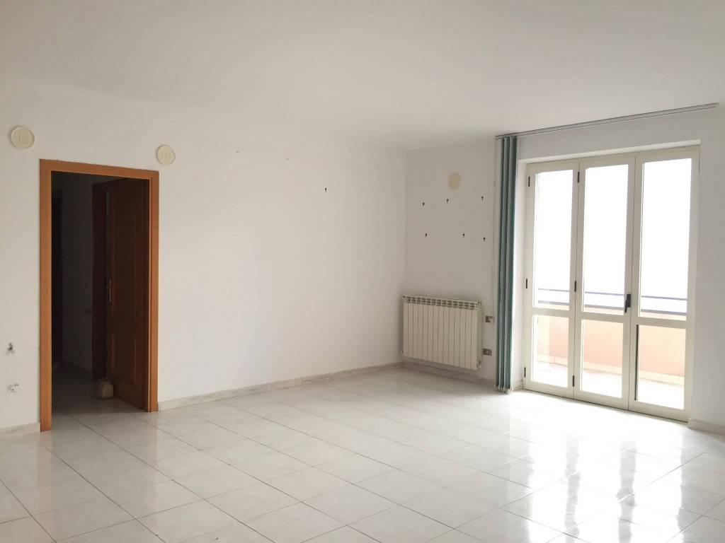 Appartamento in buone condizioni in vendita Rif. 9258823