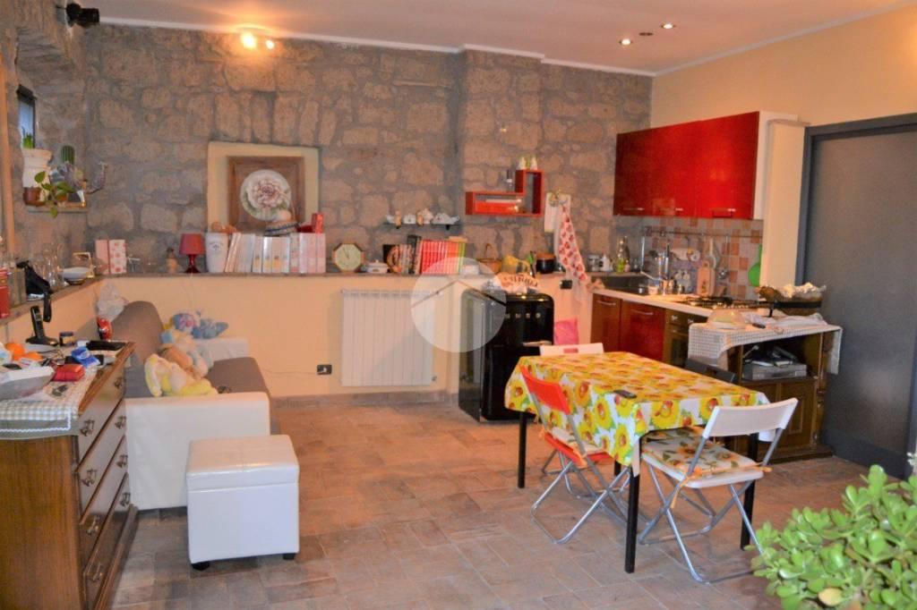 Appartamento in buone condizioni in vendita Rif. 9259667