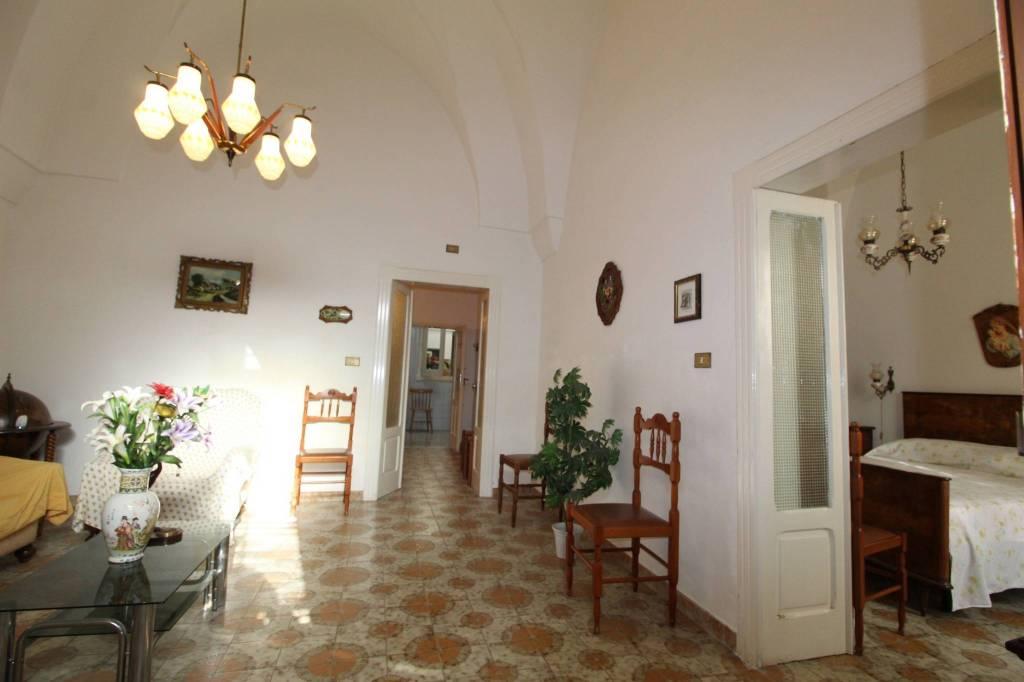 Appartamento in buone condizioni arredato in vendita Rif. 9275477