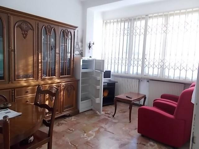 Appartamento in buone condizioni parzialmente arredato in affitto Rif. 9272374