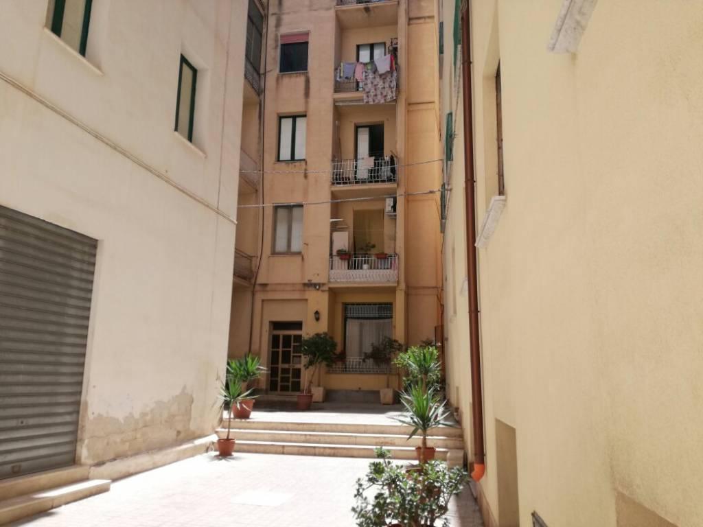 Appartamento in buone condizioni in vendita Rif. 9272703