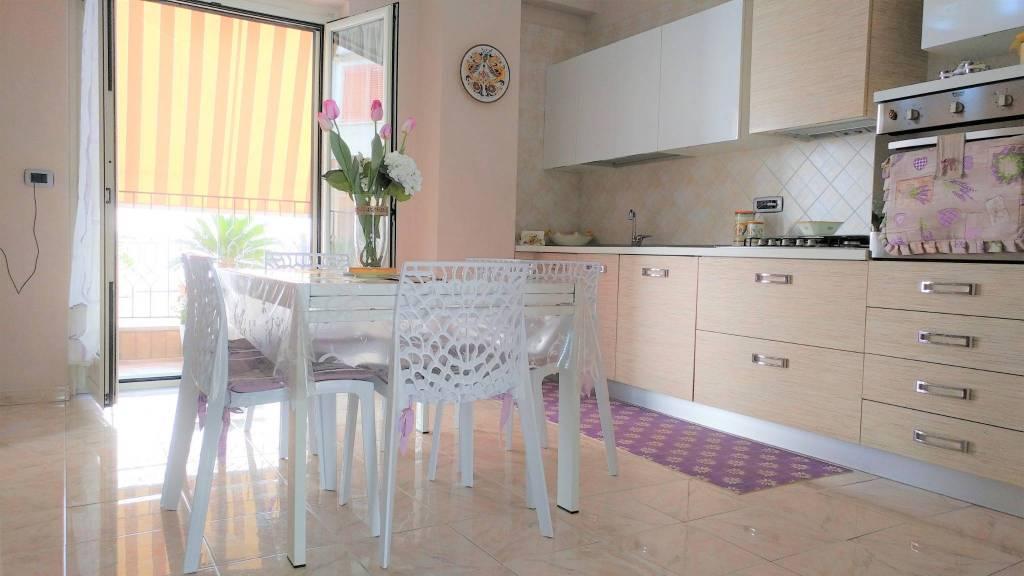 Appartamento in ottime condizioni in vendita Rif. 9269127