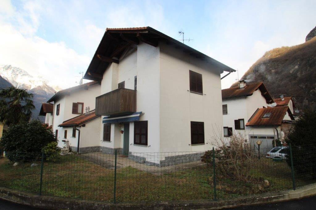 Villa trilocale in vendita a Novate Mezzola (SO)