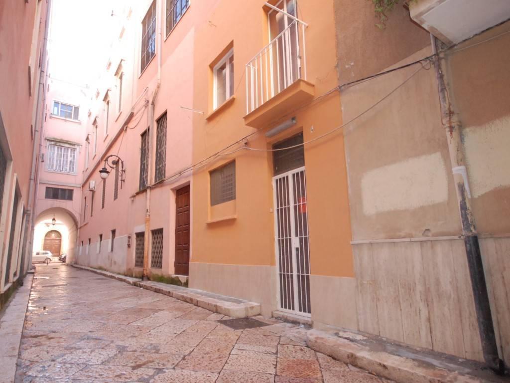 Appartamento in buone condizioni in vendita Rif. 9259244